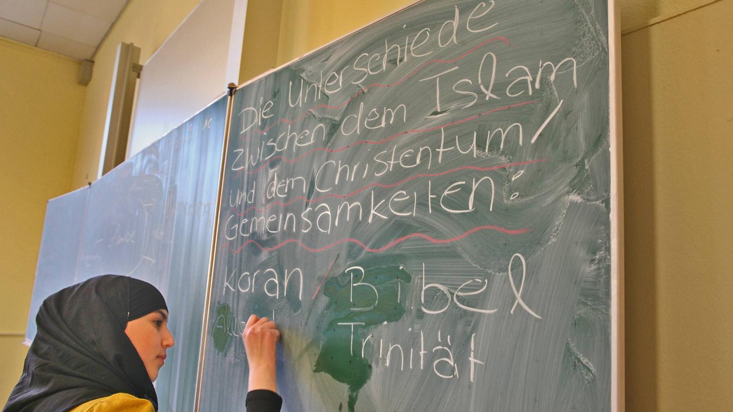 BAYERN: Islam-Unterricht wird in Bayern Wahlpflichtfach - AfD klagt dagegen!